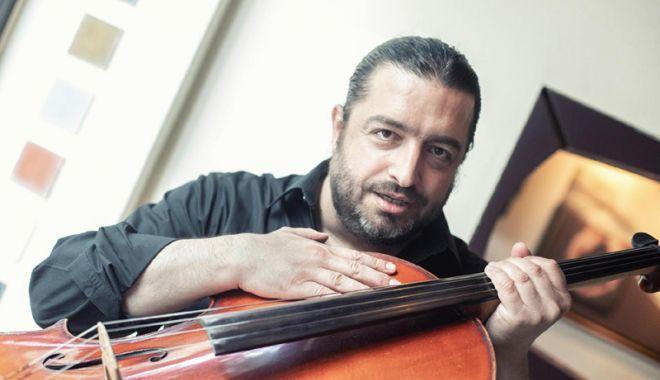 Foto: Naidin îşi aduce vioara în Vama Veche