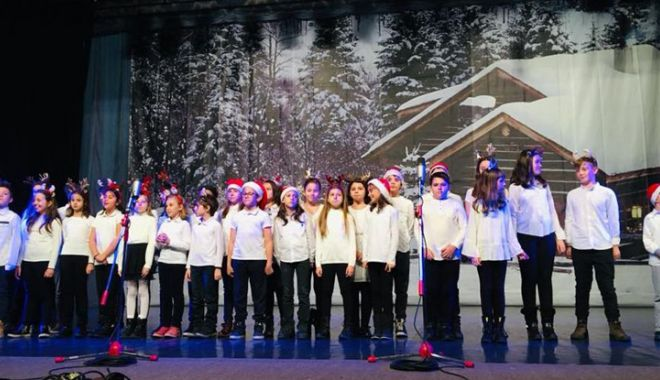Foto: Concert de colinde  dedicat tuturor  absolvenţilor Şcolii nr. 38