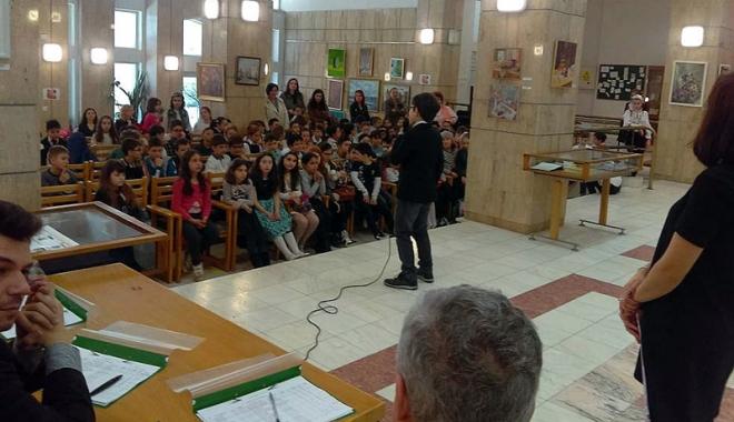 Foto: Concurs interşcolar de recitări, la Biblioteca judeţeană