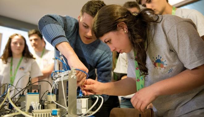 Foto: Concurs în domenii IT pentru elevi  şi studenţi