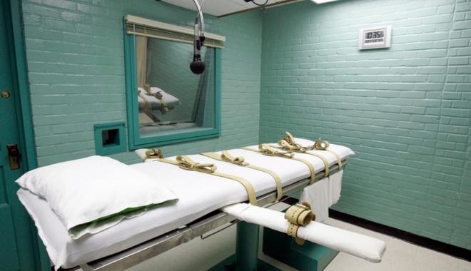 Foto: Condamnaţii la moarte, invitaţi să îşi furnizeze injecţia letală