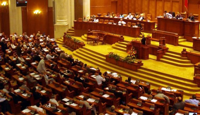 Foto: Conducerea SIE ar putea fi invitată la Parlament, pentru audieri
