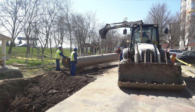 Foto: Ample lucrări de înlocuire a unei conducte de ape uzate, la Năvodari