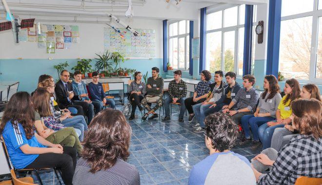 """Foto: Conferinţa Tinerilor Cetăţeni, la Liceul Teoretic """"Ovidius"""" Constanţa"""