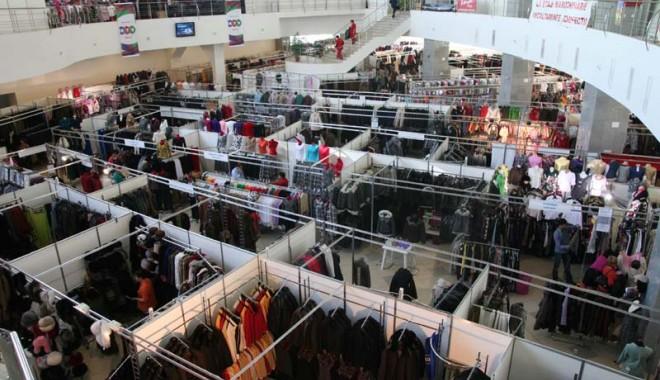 Foto: Târg de îmbrăcăminte şi încălţăminte, în Mamaia