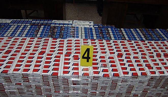 Foto: Mii de pachete cu țigări de contrabandă, descoperite de polițiștii de frontieră