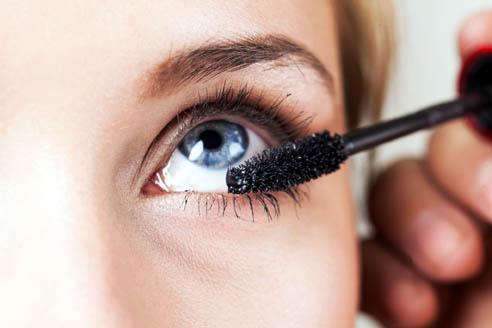 Produsele cosmetice expirate, calea liberă pentru conjunctivită - conjunctivita-1402070337.jpg