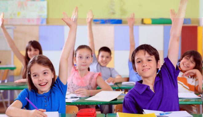 Foto: Corn, lapte, fructe şi legume în şcolile din Constanța? Poate la anu'!