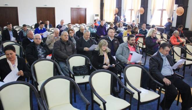 Foto: Consilierii judeţeni, convocaţi  la ultima şedinţă din acest an
