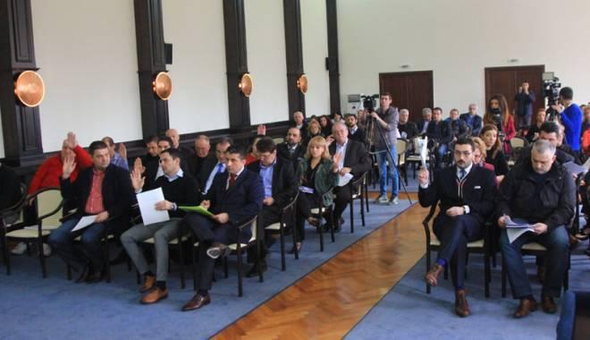 Foto: Salarii mai mari pentru angajaţii  din Primăria Constanţa