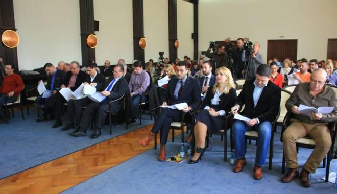 Foto: Consilierii locali au stabilit subvenţii la RATC pentru cadrele didactice. Urmează studenţii