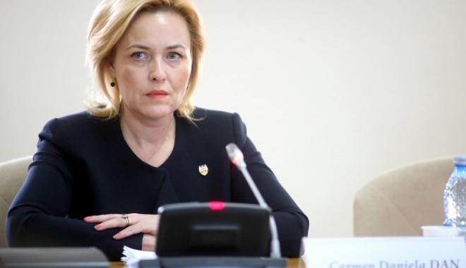 """Foto: Ministrul Carmen Dan: """"Consilierii mei au ales să renunţe la indemnizaţii"""""""