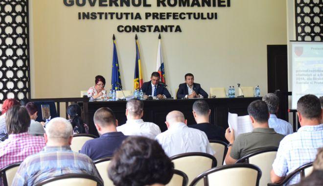 Foto: Consiliile Județene Constanța și Tulcea, ședință solemnă comună la malul mării