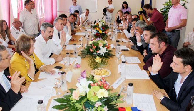 Foto: Consilierii Mangaliei - afaceri bănoase şi averi impresionante