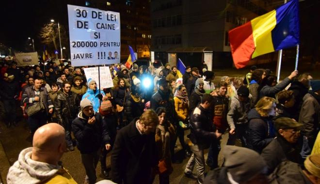 Constanţa bate record după record. Mii de oameni la protestele din weekend