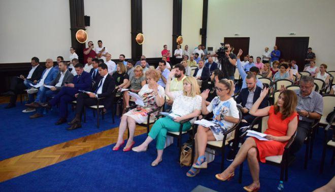 Foto: Aleșii locali,  vot favorabil  pentru modernizarea unei săli de sport  din Constanța
