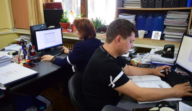 Foto: Sedii noi pentru două servicii din Primăria Constanța