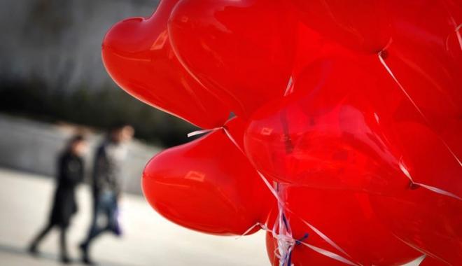 Foto: Constanţa iubeşte româneşte! 400 de baloane lansate de pe faleza Cazinoului