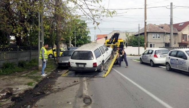 Foto: Primăria Constanța ridică vehiculele abandonate pe domeniul public
