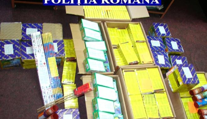 Foto: Constănţean cercetat pentru că a vândut ilegal aproape 2 tone de petarde