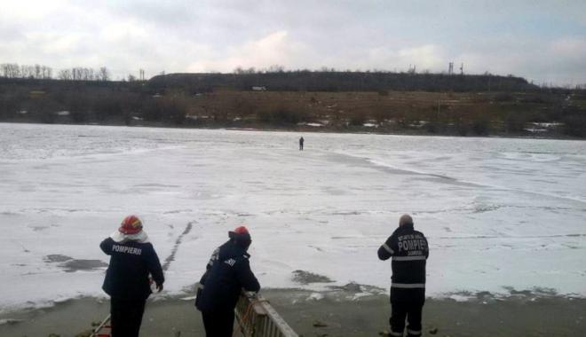 Foto: Constănţean salvat din mijlocul Canalului Dunăre-Marea Neagră