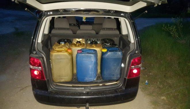 Foto: Constănțean prins de jandarmi că fura combustibil