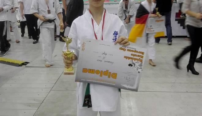 Constănţeanul Edward Ruse, bronz la Europenele de karate kyokushin - constanteanulkarate-1449510370.jpg