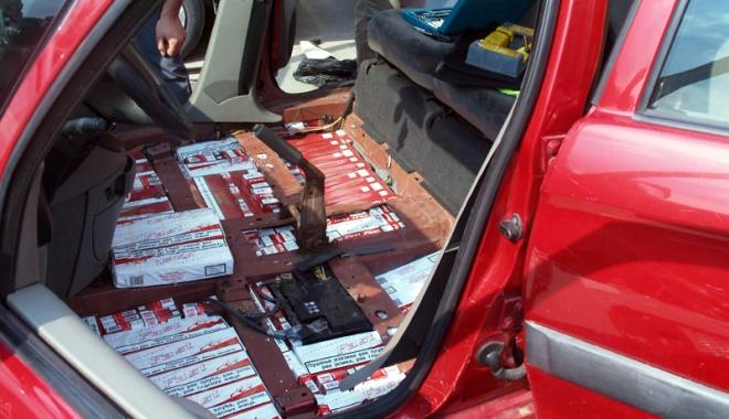 """Foto: Aduşi în faţa judecătorilor pentru contrabandă cu ţigări. """"Tun"""" de 100.000 lei"""