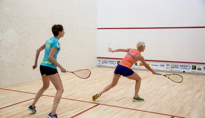 """Foto: Constănţenii au """"ciuruit"""" pereţii la Naţionalele de squash"""