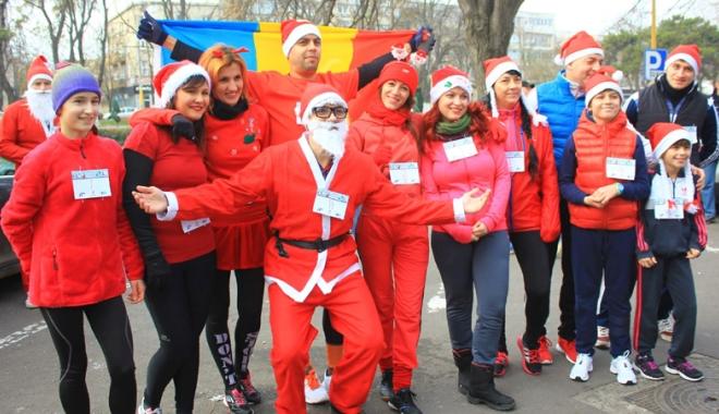Foto: Constănţenii îl aşteaptă pe Moş Crăciun în ritm de alergare