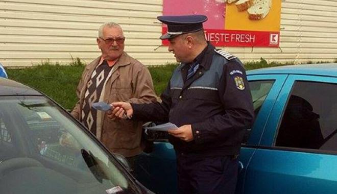 Foto: Constănţenii, învăţaţi de poliţişti cum să nu devină victime