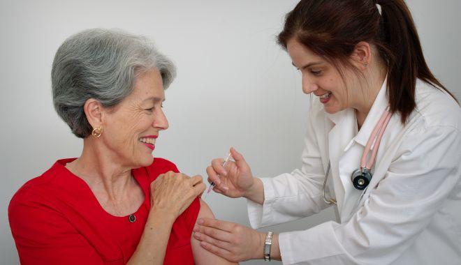 Foto: Răciţi şi cu boli de inimă. Constănţenii dau buzna în cabinetele medicale