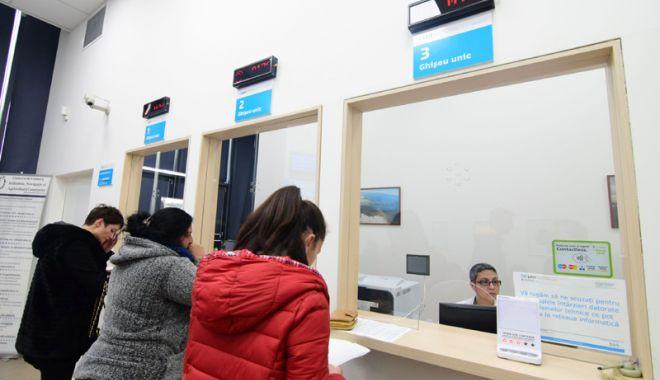 Foto: Constănţenii se grăbesc să scape de impozitele şi taxele locale