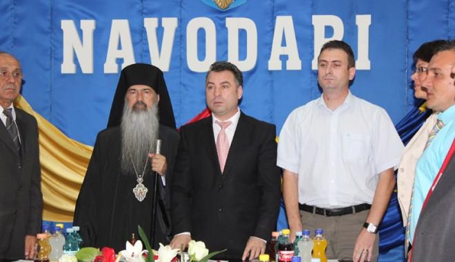 """Foto: Nicolae Matei a depus jurământul de primar: """"Într-o mână voi ţine darurile, iar în cealaltă biciul"""""""