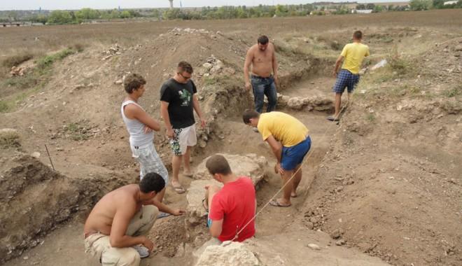 Ce ascund arheologii din Mangalia de vânătorii de comori - constructiiantice-1347215655.jpg
