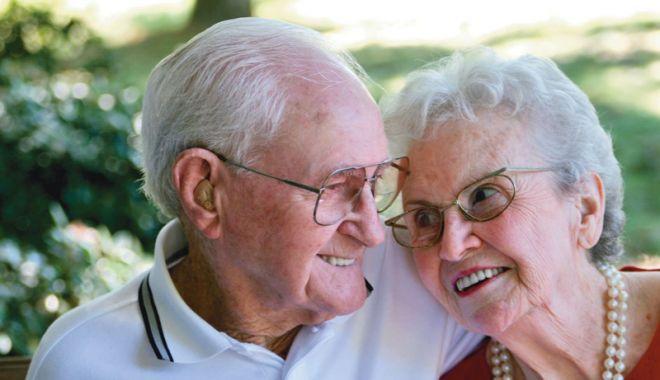 Foto: Consultaţii oftalmologice gratuite pentru bătrânii nevoiaşi