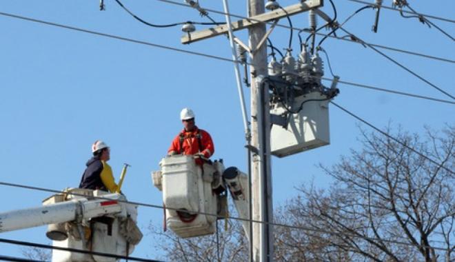Foto: Consumatorii de electricitate vor primi compensaţii pentru penele de curent