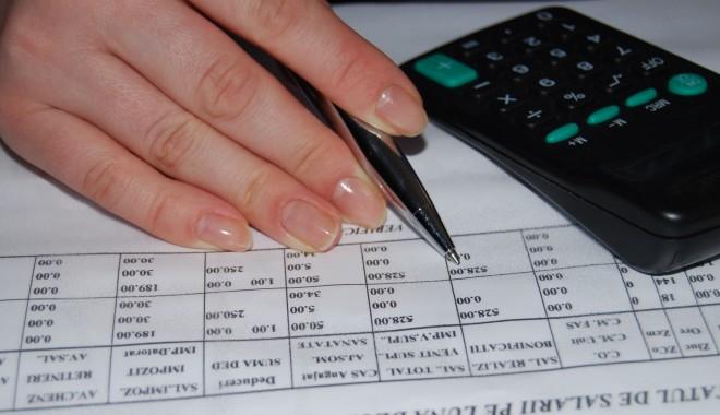 Foto: Pragul afacerilor peste care PFA şi microîntreprinderile trebuie să achite TVA creşte la 65.000 euro