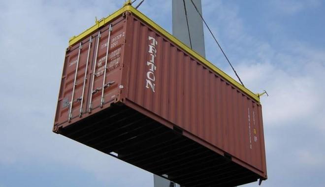 Foto: Ce au descoperit inspectorii vamali într-un container