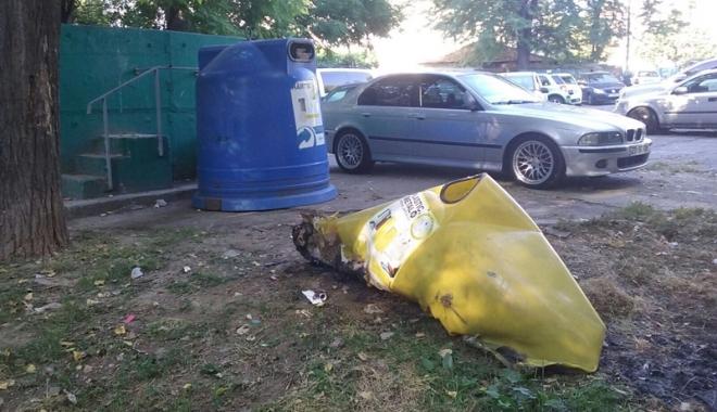 Foto: Tomberoanele de gunoi, vandalizate  de căutătorii de pet-uri