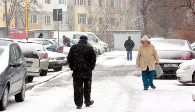 Foto: Vreme rece la Constanţa. Drumarii au aruncat material antiderapant pe şosele