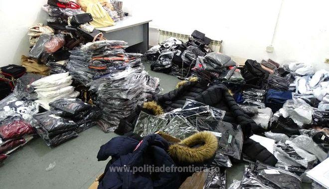 Foto: Textile, încălțăminte și parfumuri, susceptibile a fi contrafăcute, descoperite de polițiștii de frontieră