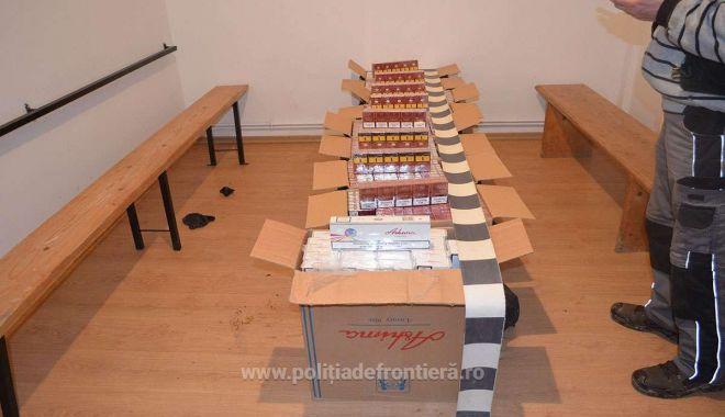 Foto: Doi cetățeni români cercetați pentru contrabandă și 16.900 de pachete cu țigări confiscate