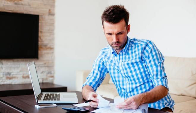 Foto: Taxele plătite de angajaţi, DUBLATE. Angajatorii, obligaţi să mărească salariile