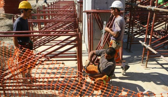 Foto: Cu ochii pe firmele  de construcţii.  Amenzi peste amenzi