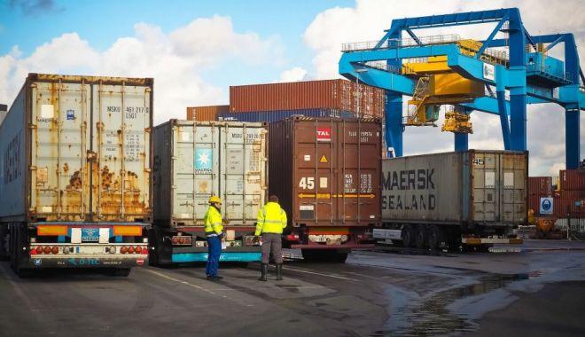 Controale în Portul Constanța. Importurile din China, verificate de comisarii Protecției Consumatorilor - controaleinport-1580205699.jpg