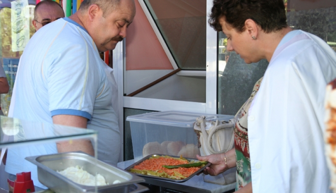 Foto: Inspectorii sanitar-veterinari au început controalele prin restaurante!