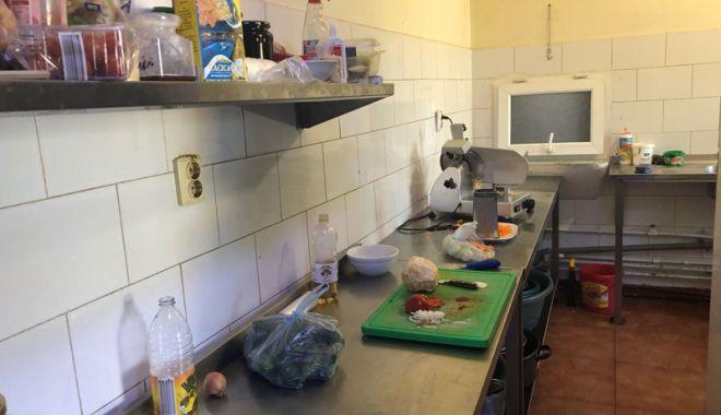 Foto: Controale severe în magazinele alimentare şi supermarketuri