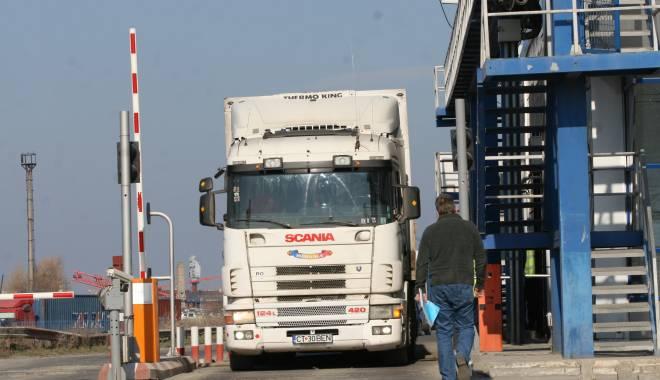 Foto: Controale la sânge în portul Constanţa. Ce urmăresc poliţiştii