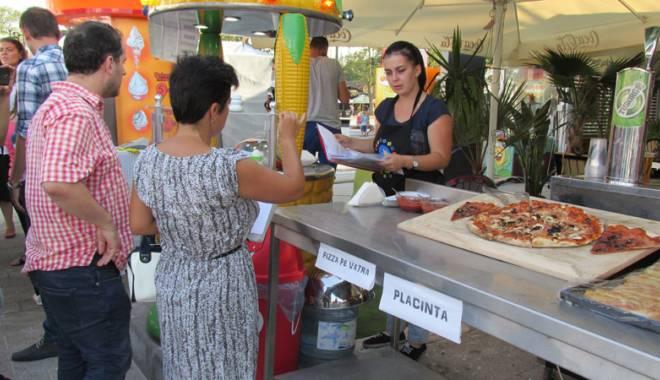Foto: Bazarul de pe promenada din Mamaia, luat la puricat de autorităţile locale